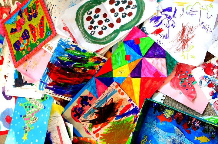 kids-artwork-pile-720px